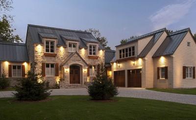 Maison de pierre naturelle avec toit en acier, style traditionnel signé Mario Adornetto